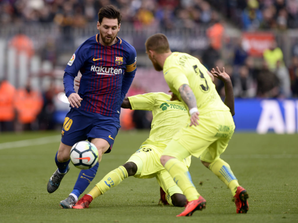 Barcelona's Argentinian forward Lionel Messi (L) vies with Getafe's Senegalese forward Amath Ndiaye Diedhiou (C) during the Spanish league football match between FC Barcelona and Getafe CF at the Camp Nou stadium in Barcelona on February 11, 2018. / AFP PHOTO / Josep LAGO