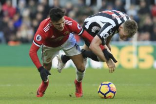 Newcastle United's Scottish midfielder Matt Ritchie (R) vies with Manchester United's Chilean striker Alexis Sanchez (L) during the English Premier League football match between Newcastle United and Manchester United at St James' Park in Newcastle-upon-Tyne, north east England on February 11, 2018. / AFP PHOTO / Lindsey PARNABY / RESTRICTED TO EDITORIAL USE. No use with unauthorized audio, video, data, fixture lists, club/league logos or 'live' services. Online in-match use limited to 75 images, no video emulation. No use in betting, games or single club/league/player publications.  /