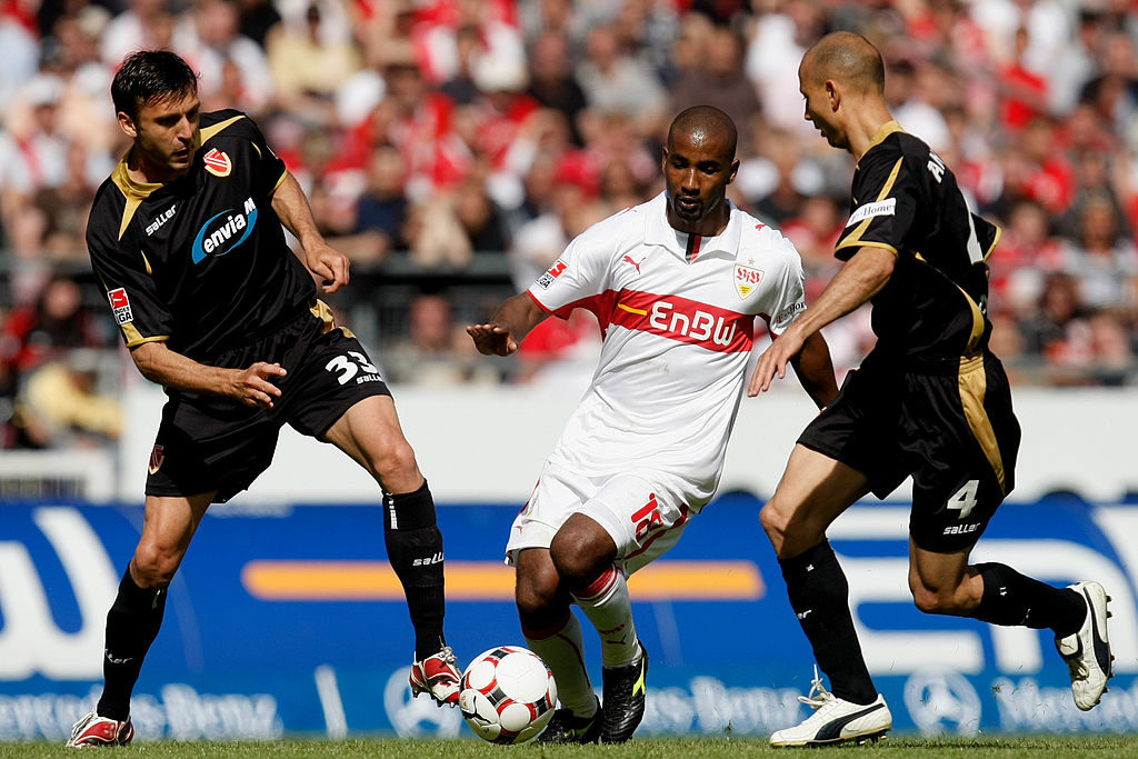 STUTTGART, GERMANY - MAY 16: Cacau (C) of Stuttgart is challenged by Mario Cvitanovic (L) and Stanislav Angelov (R) of Cottbus during the Bundesliga match between VfB Stuttgart and Energie Cottbus at the Mercedes-Benz Arena on May 16, 2009 in Stuttgart, Germany.  (Photo by Alex Grimm/Bongarts/Getty Images)