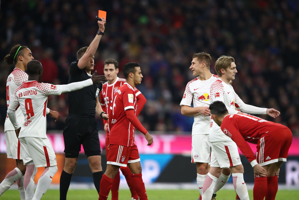 MUNICH, GERMANY - OCTOBER 28: Referee Daniel Siebert shows Willi Orban of Leipzig (3rd right) a red card during the Bundesliga match between FC Bayern Muenchen and RB Leipzig at Allianz Arena on October 28, 2017 in Munich, Germany. (Photo by Alex Grimm/Bongarts/Getty Images)