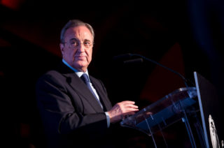 MADRID, SPAIN - OCTOBER 19: Florentino Perez receives 'Los Leones' Award 2017 on October 19, 2017 in Madrid, Spain. (Photo by Samuel de Roman/Getty Images)