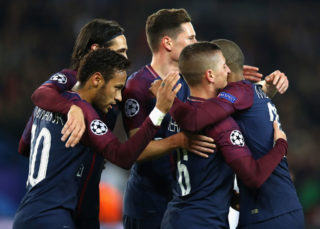 PARIS, FRANCE - OCTOBER 31: Marco Verratti of PSG celebrates with team mates after scoring his sides first goal during the UEFA Champions League group B match between Paris Saint-Germain and RSC Anderlecht at Parc des Princes on October 31, 2017 in Paris, France.  (Photo by Dean Mouhtaropoulos/Getty Images)