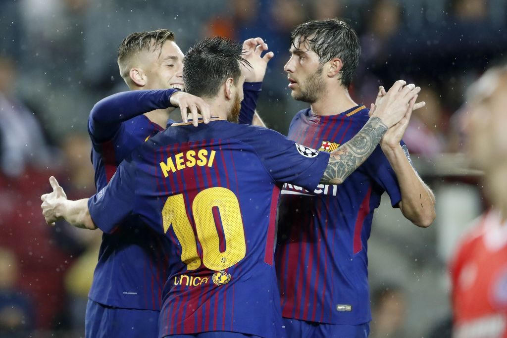 (L-R) Gerard Deulofeu of FC Barcelona, Lionel Messi of FC Barcelona, Sergi Roberto of FC Barcelona during the UEFA Champions League group D match between FC Barcelona and Olympiacos on October 18, 2017  at the Camp Nou stadium in Barcelona, Spain.(Photo by VI Images via Getty Images)