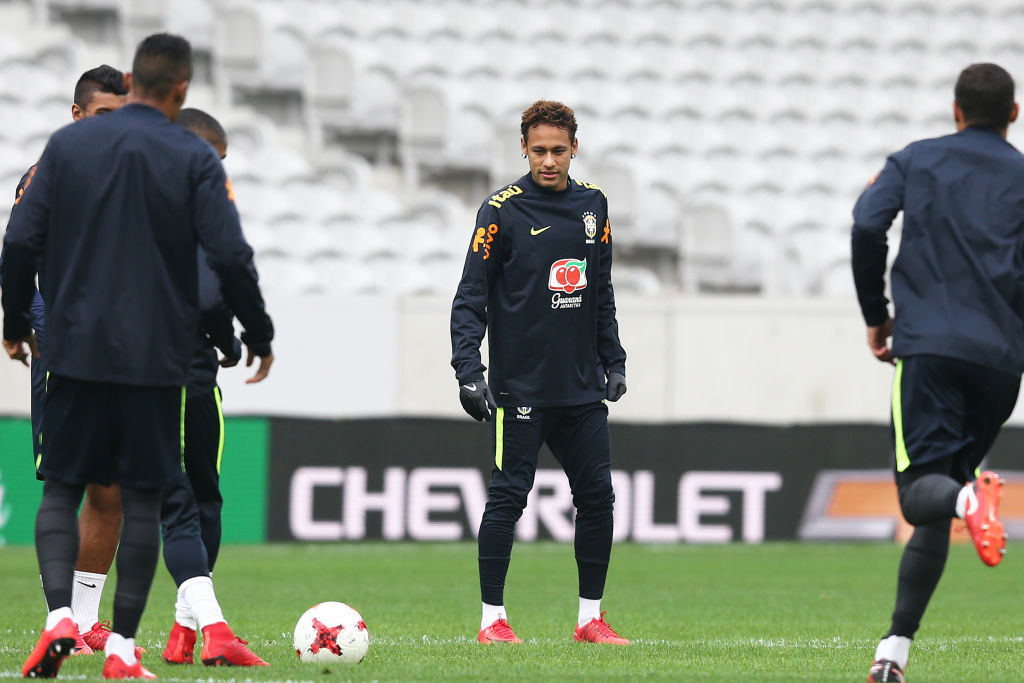 LILLE, FRANCE - NOVEMBER 09: Neymar Jr of  Brazil in action during a Brazil training session ahead of the international friendly against Japan on November 9, 2017 in Lille, France.  (Photo by Koji Watanabe/Getty Images)