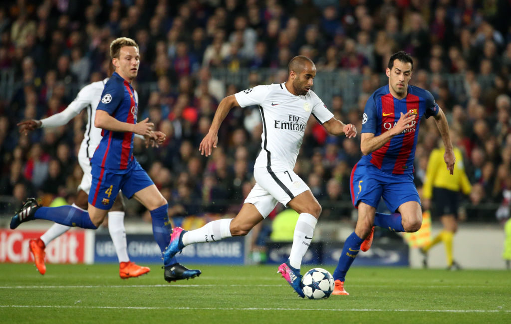 BARCELONA, SPAIN - MARCH 8: Lucas Moura of PSG in action between Ivan Rakitic and Sergio Busquets of FC Barcelona during the UEFA Champions League Round of 16 second leg match between FC Barcelona and Paris Saint-Germain (PSG) at Camp Nou on March 8, 2017 in Barcelona, Spain. (Photo by Jean Catuffe/Getty Images)
