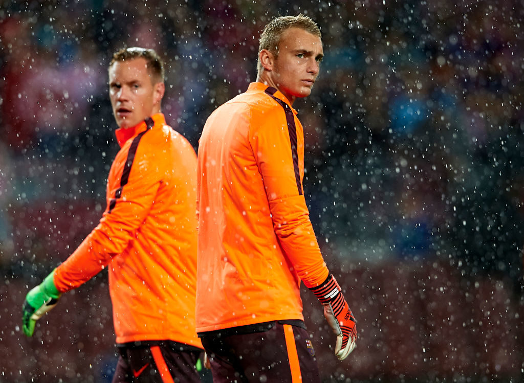 BARCELONA, SPAIN - OCTOBER 18:  Jasper Cillessen of Barcelona looks on ahead of the UEFA Champions League group D match between FC Barcelona and Olympiakos Piraeus at Camp Nou on October 18, 2017 in Barcelona, Spain.  (Photo by Manuel Queimadelos Alonso/Getty Images)