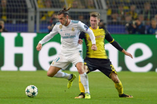 DORTMUND, GERMANY - SEPTEMBER 26: Gareth Bale of Real Madrid , Lukasz Piszczek of Dortmund battle for the ball during the UEFA Champions League group H match between Borussia Dortmund and Real Madrid at Signal Iduna Park on September 26, 2017 in Dortmund, Germany. (Photo by TF-Images/TF-Images via Getty Images)