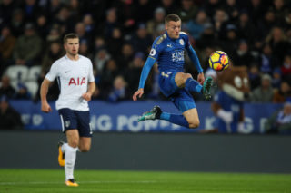 LEICESTER, ENGLAND - NOVEMBER 28: Jamie Vardy of Leicester City scores a goal to make it 1-0 during the Premier League match between Leicester City and Tottenham Hotspur at The King Power Stadium on November 28, 2017 in Leicester, England. (Photo by Robbie Jay Barratt - AMA/Getty Images)