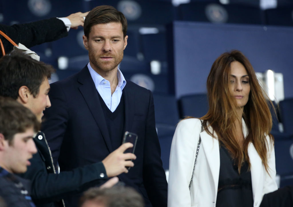 PARIS, FRANCE - SEPTEMBER 27: Xabi Alonso and his wife Nagore Aramburu attend the UEFA Champions League group B match between Paris Saint-Germain (PSG) and Bayern Muenchen (Bayern Munich) at Parc des Princes on September 27, 2017 in Paris, France. (Photo by Jean Catuffe/Getty Images)