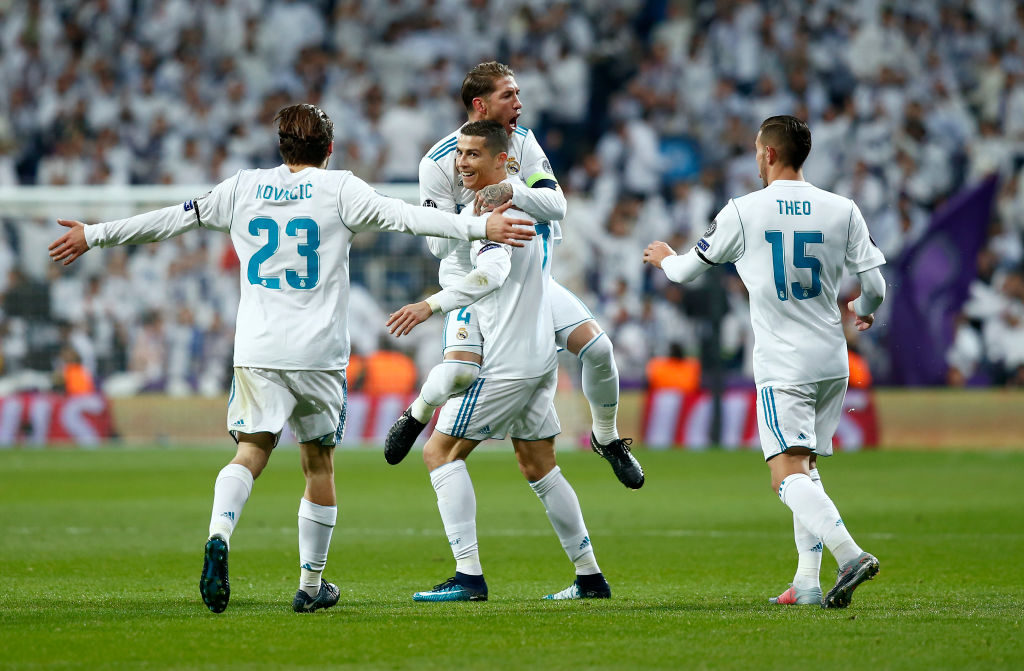 MADRID, SPAIN - DECEMBER 06:  Cristiano Ronaldo of Real Madrid celebrates after scoring his sides second goal with his Real Madrid team mates during the UEFA Champions League group H match between Real Madrid and Borussia Dortmund at Estadio Santiago Bernabeu on December 6, 2017 in Madrid, Spain.  (Photo by Gonzalo Arroyo Moreno/Getty Images)