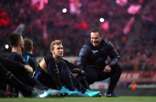 LEIPZIG, GERMANY - DECEMBER 17:  Head coach Pal Dardai of Hertha BSC celebrates with fans after winning the Bundesliga match between RB Leipzig and Hertha BSC at Red Bull Arena on December 17, 2017 in Leipzig, Germany.  (Photo by Boris Streubel/Bongarts/Getty Images)