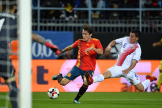 MALAGA, SPAIN - NOVEMBER 11:  Alvaro Odriozola of Spain and Bryan Oviedo (R) of Costa Rica compete for the ball during the international friendly match between Spain and Costa Rica at La Rosaleda Stadium on November 11, 2017 in Malaga, Spain.  (Photo by Etsuo Hara/Getty Images)