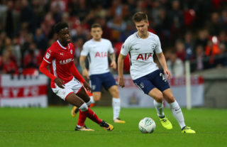 LONDON, ENGLAND - SEPTEMBER 19: Ike Ugbo of Barnsley and Juan Foyth of Tottenham Hotspur during the Carabao Cup Third Round match between Tottenham Hotspur and Barnsley at Wembley Stadium on September 19, 2017 in London, England. (Photo by Catherine Ivill - AMA/Getty Images)