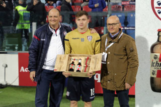 CAGLIARI, ITALY - JANUARY 06:  Nicolo Barella of Cagliari awarded by the sponsor Ichnusa Beer during the Serie A match between Cagliari Calcio and Juventus at Stadio Sant'Elia on January 6, 2018 in Cagliari, Italy.  (Photo by Enrico Locci/Getty Images)