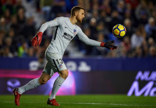 VALENCIA, SPAIN - NOVEMBER 25:  Jan Oblak of Atletico Madrid in action during the La Liga match between Levante and Atletico Madrid at Ciutat de Valencia Stadium on November 25, 2017 in Valencia, Spain.  (Photo by fotopress/Getty Images)