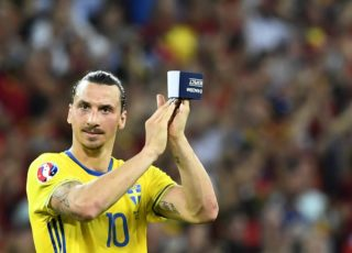 Sweden's forward Zlatan Ibrahimovic applauds to acknowledge the spectators at the end of the Euro 2016 group E football match between Sweden and Belgium at the Allianz Riviera stadium in Nice on June 22, 2016. / AFP PHOTO / JONATHAN NACKSTRAND