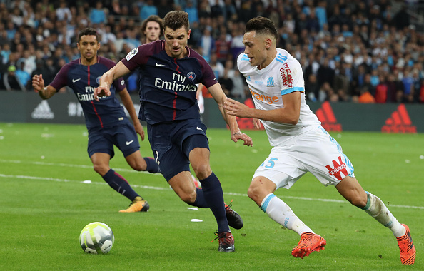 MARSEILLE, FRANCE - OCTOBER 22:  Thomas Meunier of Paris Saint-Germain in action with Lucas Ocampos of Olympique Marseille during the Ligue 1cmatch between Olympique Marseille and Paris Saint Germain (PSG) at Orange Velodrome on October 22, 2017 in Marseille.  (Photo by Xavier Laine/Getty Images)