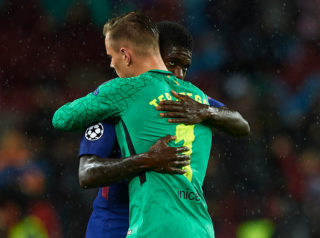 BARCELONA, SPAIN - OCTOBER 18:  Samuel Umtiti of Barcelona and Ter Stegen of Barcelona embrace prior to the UEFA Champions League group D match between FC Barcelona and Olympiakos Piraeus at Camp Nou on October 18, 2017 in Barcelona, Spain.  (Photo by Manuel Queimadelos Alonso/Getty Images)