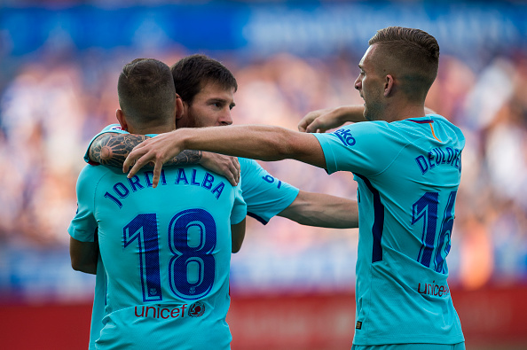 VITORIA-GASTEIZ, SPAIN - AUGUST 26:  Lionel Messi of FC Barcelona celebrates with his teammate Jordi Alba and Gerard Deulofeu of FC Barcelona after scoring the opening goal during the La Liga match between Deportivo Alaves and Barcelona at Estadio de Mendizorroza on August 26, 2017 in Vitoria-Gasteiz, Spain.  (Photo by Juan Manuel Serrano Arce/Getty Images)