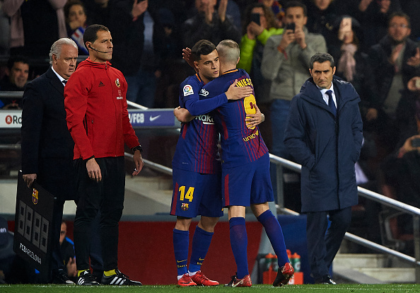 BARCELONA, SPAIN - JANUARY 25: Philippe Coutinho of FC Barcelona substitutes his teammate Andres Iniesta during the Spanish Copa del Rey Quarter Final Second Leg match between Barcelona and Espanyol at Camp Nou on January 25, 2018 in Barcelona, Spain. (Photo by Manuel Queimadelos Alonso/Getty Images)