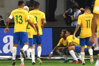 Brazil's Gabriel Jesus (2-R) celebrates with teammate Neymar after scoring against Chile during their 2018 World Cup football qualifier match in Sao Paulo, Brazil, on October 10, 2017. / AFP PHOTO / Nelson ALMEIDA