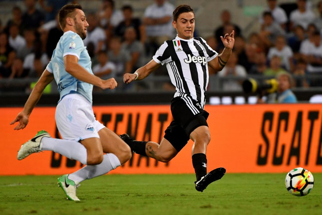 Juventus's forward from Argentina Paulo Dybala (R) fights for the ball with Lazio's defender from Netherlands Stefan de Vrij during during the Italian SuperCup TIM football match Juventus vs lazio on August 13, 2017 at the Olympic stadium in Rome.  / AFP PHOTO / ALBERTO PIZZOLI