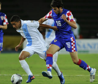 Croatian player Frano Mlinar (R) vies for the ball with Marvin Ceballos from Guatemala during their FIFA World Cup U20 Group D football match at the Centenario stadium in Armenia, Quindio department, Colombia on August 6, 2011. AFP PHOTO/Aizar RALDES / AFP PHOTO / AIZAR RALDES