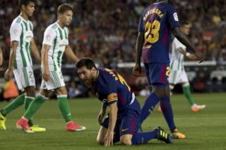 BARCELONA, SPAIN - AUGUST 20 : Lionel Messi (C) of Barcelona stands up during the Spanish La Liga match between FC Barcelona and Real Betis in Barcelona, Spain on August 20, 2017. Albert Llop / Anadolu Agency