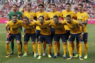 Club Atletico de Madrid's players pose during a line up before the Spanish league football match vs Girona FC at the Municipal de Montilivi stadium in Girona on August 19, 2017. / AFP PHOTO / PAU BARRENA