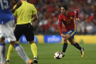 Spain's midfielder Isco drives the ball during the World Cup 2018 qualifier football match Spain vs Italy at the Santiago Bernabeu stadium in Madrid on September 2, 2017. / AFP PHOTO / GABRIEL BOUYS