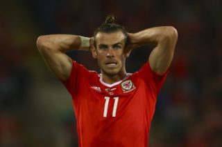 Wales' striker Gareth Bale reacts after having his shot saved by Austria's goalkeeper Heinz Lindner during the FIFA World Cup 2018 qualification international football match between Wales and Austria in Cardiff, south Wales, on September 2, 2017. / AFP PHOTO / Geoff CADDICK