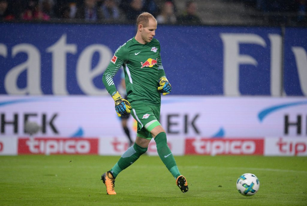 Leipzig's goalkeeper Peter Gulacsi in action during the Bundesliga soccer match between Hamburg SV and RB Leipzig in the Volksparkstadium in Hamburg, Germany, 08 September 2017. Photo: Daniel Reinhardt/dpa