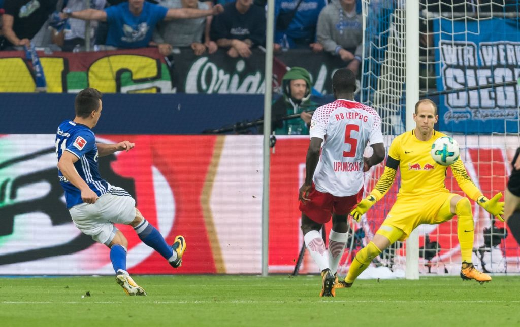 Schalke's Yevhen Konoplyanka (L) takes aim against Leipzig's Dayot Upamecano and goalkeeper Peter Gulacsi (R) and scores the 2-0 goal during the German Bundesliga soccer match between FC Schalke 04 and RB Leipzig in the Veltins Arena in Gelsenkirchen, Germany, 19 August 2017.(EMBARGO CONDITIONS - ATTENTION: Due to the accreditation guidelines, the DFL only permits the publication and utilisation of up to 15 pictures per match on the internet and in online media during the match.) Photo: Guido Kirchner/dpa