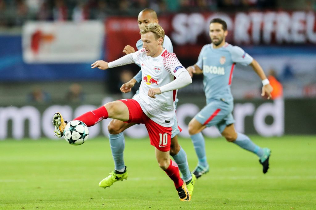 Leipzig's Emil Forsberg (L) and Monaco's Fabinho vie for the ball during the Champions League Group Match between RBLeipzig and AS Monaco at the Red Bull Arena in Leipzig, Germany, 13 September 2017. Photo: Jan Woitas/dpa-Zentralbild/dpa