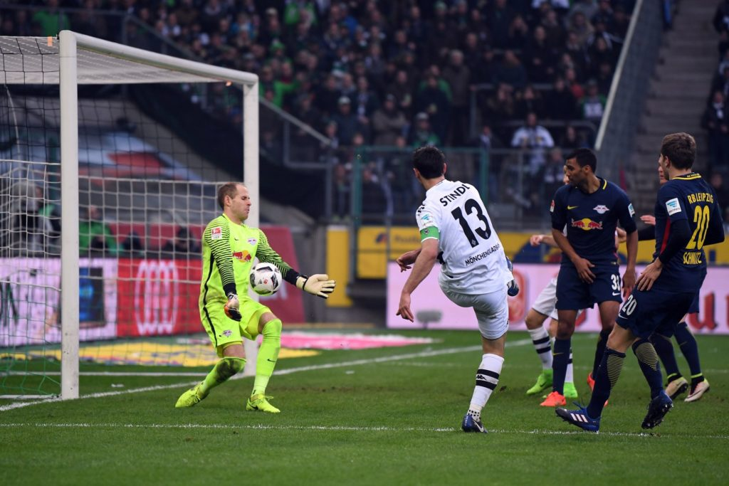Gladbach's Lars Stindl (R)fails to score as Leipzig's goalkeeper Peter Gulacsi (L) makes a save during the German Bundesliga soccer match between Borussia Moenchengladbach and RB Leipzig in the Borussia Park Stadium in Moenchengladbach, Germany, 19 February 2017.  (EMBARGO CONDITIONS - ATTENTION: Due to the accreditation guidelines, the DFL only permits the publication and utilisation of up to 15 pictures per match on the internet and in online media during the match.) Photo: Federico Gambarini/dpa