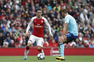Arsenal's German midfielder Mesut Ozil (L) takes on Bournemouth's English defender Steve Cook (R) during the English Premier League football match between Arsenal and Bournemouth at the Emirates Stadium in London on September 9, 2017. / AFP PHOTO / Ian KINGTON / RESTRICTED TO EDITORIAL USE. No use with unauthorized audio, video, data, fixture lists, club/league logos or 'live' services. Online in-match use limited to 75 images, no video emulation. No use in betting, games or single club/league/player publications.  /