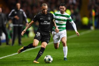 Paris Saint-Germain's French defender Layvin Kurzawa (L) vies with Celtic's English midfielder Patrick Roberts during the UEFA Champions League Group B football match between Celtic and Paris Saint-Germain (PSG) at Celtic Park in Glasgow, on September 12, 2017. / AFP PHOTO / Paul ELLIS