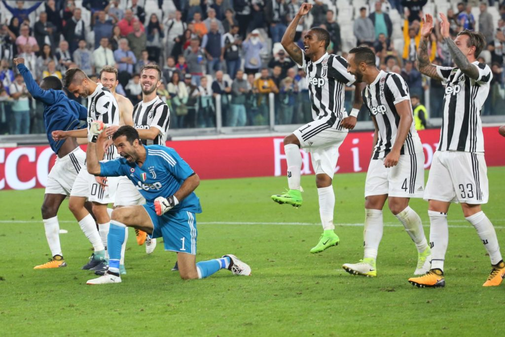 Juventus' players celebrate the victory over Torino FC before the Serie A football match between Juventus FC and Torino FC at Allianz Stadium on 23 September, 2017 in Turin, Italy.  Juventus FC won 4-0 over Torino FC.    (Photo by Massimiliano Ferraro/NurPhoto)