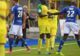 Nantes' Italian head coach Claudio Ranieri (C) reacts after winning the French Ligue 1 football match between Strasbourg (RCSA) and Nantes (FCNA) on September 24, 2017 at the Meinau stadium in Strasbourg, eastern France.  Nantes defeated Strasbourg 2-1.  / AFP PHOTO / PATRICK HERTZOG