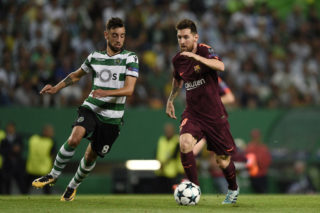 LISBON, PORTUGAL - SEPTEMBER 27: Bruno Fernandes of Sporting CP competes for the ball with Lionel Messi of FC Barcelona during the UEFA Champions League group D match between Sporting CP and FC Barcelona at Estadio Jose Alvalade on September 27, 2017 in Lisbon, Portugal. (Photo by Octavio Passos/Getty Images)