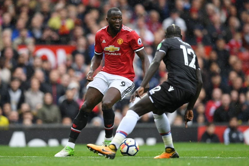 Manchester United's Belgian striker Romelu Lukaku (L) vies with Crystal Palace's French-born Malian midfielder Bakary Sako during the English Premier League football match between Manchester United and Crystal Palace at Old Trafford in Manchester, north west England, on September 30, 2017. / AFP PHOTO / Paul ELLIS / RESTRICTED TO EDITORIAL USE. No use with unauthorized audio, video, data, fixture lists, club/league logos or 'live' services. Online in-match use limited to 75 images, no video emulation. No use in betting, games or single club/league/player publications.  /