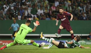 Barcelona's forward Lionel Messi (R) vies with Sporting's defender Fabio Coentrao (C) and Sporting's goalkeeper Rui Patricio during the Champions League  football match between Sporting CP and FC Barcelona at Jose Alvalade  Stadium in Lisbon on September 27, 2017.  (Photo by Carlos Costa/NurPhoto)