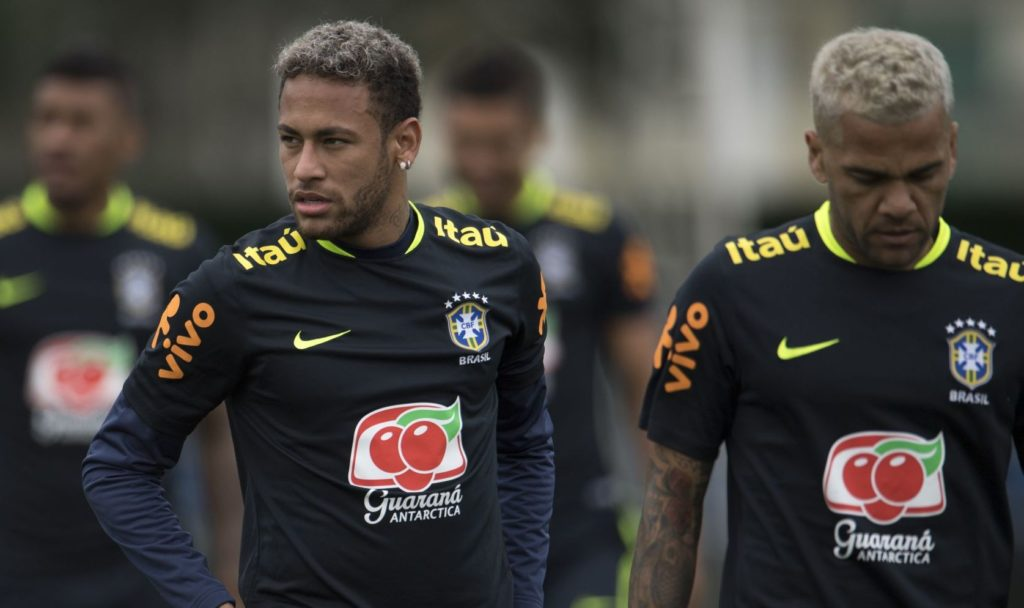 Brazil's Neymar (L) and Dani Alves take part in a training session of the national football team at the Granja Comary sports complex in Teresopolis, about 90 km from Rio de Janeiro, Brazil, on October 4, 2017 ahead of their World Cup qualifier matches against Bolivia and Chile. / AFP PHOTO / Mauro PIMENTEL
