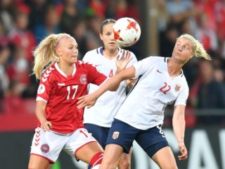 Norway's Ingrid Marie Spord (R) vies with Denmark's Line Jensen (L) during the UEFA Women's Euro 2017 football tournament match between Norway and Denmark at Stadion De Adelaarshorst in Deventer city on July 24, 2017. / AFP PHOTO / DANIEL MIHAILESCU