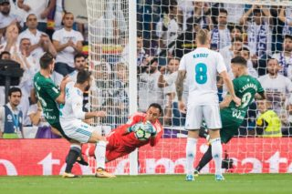 MADRID, SPAIN - SEPTEMBER 20: Goalkeeper Keylor Navas of Real Madrid reaches for the ball after an attempt at goal by Real Betis during the La Liga 2017-18 match between Real Madrid and Real Betis at Estadio Santiago Bernabeu on 20 September 2017 in Madrid, Spain. (Photo by Power Sport Images/Getty Images)