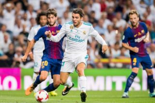 MADRID, SPAIN - AUGUST 16 - Mateo Kovacic (r) of Real Madrid battles for the ball with Sergi Roberto Carnicer of FC Barcelona during their Supercopa de Espana Final 2nd Leg match between Real Madrid and FC Barcelona at the Estadio Santiago Bernabeu on 16 August 2017 in Madrid, Spain. (Photo by Power Sport Images/Getty Images)