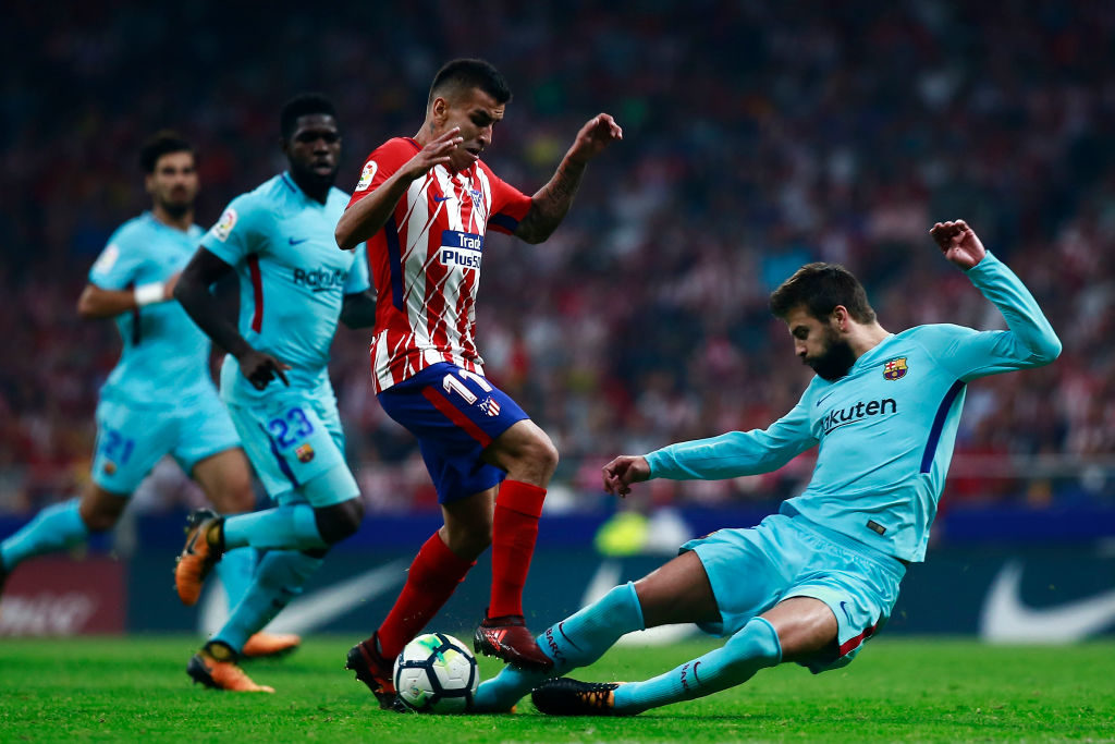 MADRID, SPAIN - OCTOBER 14: Gerard Pique (R) of FC Barcelona blocks Angel Martin Correa (L) of Atletico de Madrid during the La Liga match between Club Atletico Madrid and FC Barcelona at Estadio Wanda Metropolitano on October 14, 2017 in Madrid, Spain.  (Photo by Gonzalo Arroyo Moreno/Getty Images)