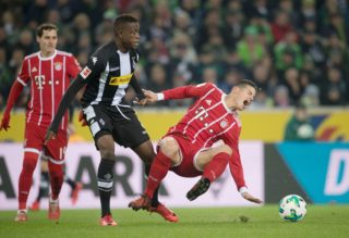 Bayern's James Rodriguez (R) and Gladbach's Denis Zakaria vie for the ball during the German Bundesliga soccer match between Borussia Moenchengladbach and Bayern Munich at the Borussia Park in Moenchengladbach, Germany, 25 November 2017.   (EMBARGO CONDITIONS - ATTENTION: Due to the accreditation guidlines, the DFL only permits the publication and utilisation of up to 15 pictures per match on the internet and in online media during the match.) Photo: Bernd Thissen/dpa