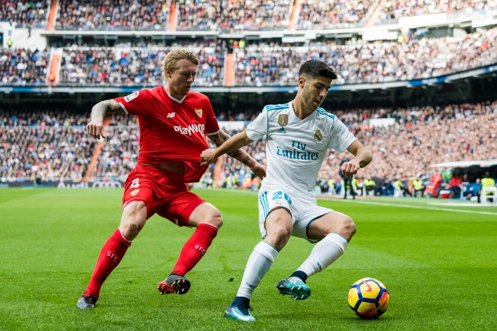 MADRID, SPAIN - DECEMBER 09: Marco Asensio Willemsen (r) of Real Madrid fights for the ball with Simon Kjaer of Sevilla FC during the La Liga 2017-18 match between Real Madrid and Sevilla FC at Santiago Bernabeu Stadium on 09 December 2017 in Madrid, Spain. (Photo by Power Sport Images/Getty Images)