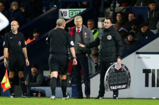 WEST BROMWICH, ENGLAND - DECEMBER 31:  Referee Mike Dean makes his way to the touchline to have words with Arsene Wenger manager of Arsenal during the Premier League match between West Bromwich Albion and Arsenal at The Hawthorns on December 31, 2017 in West Bromwich, England.  (Photo by Jan Kruger/Getty Images)